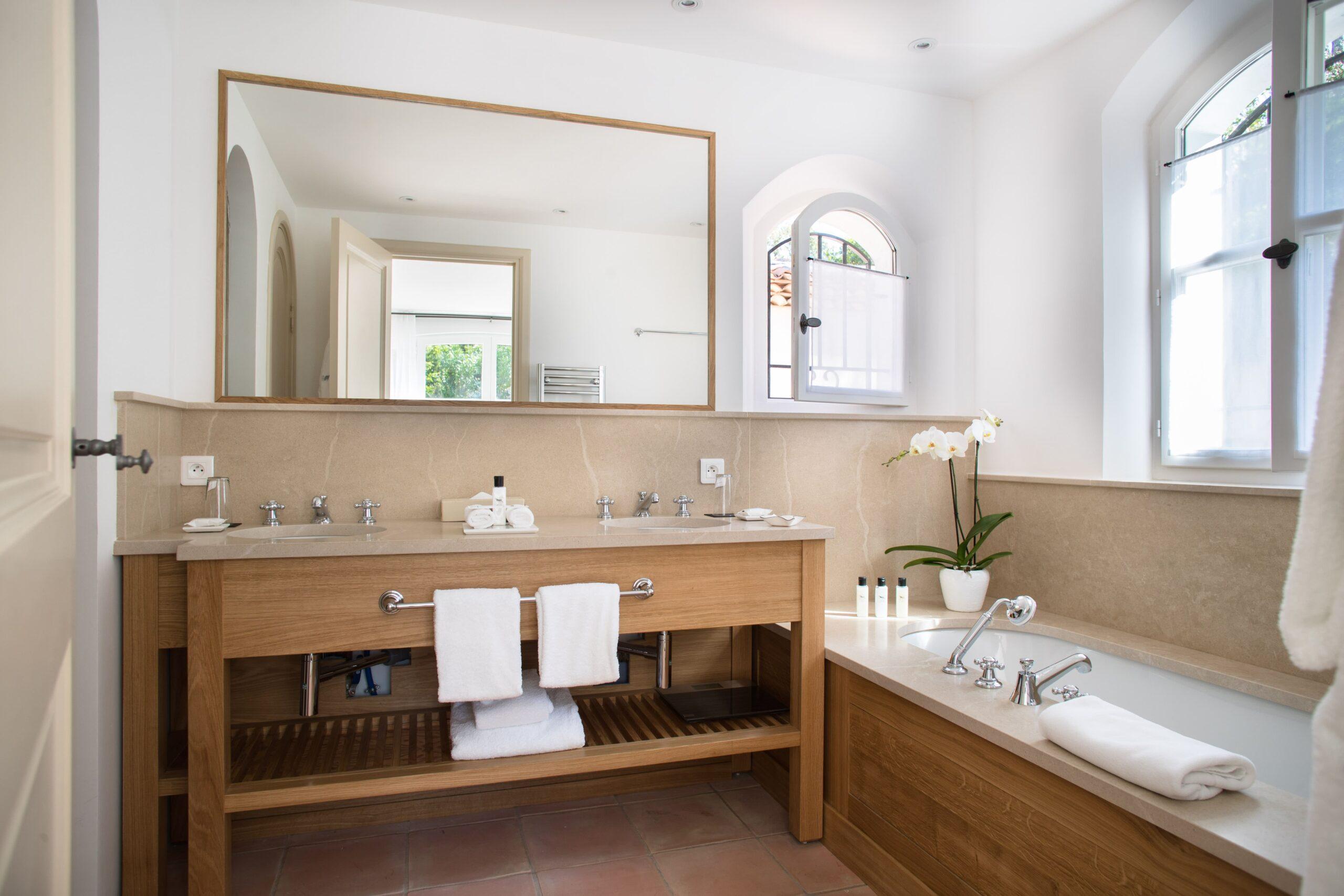Villa-17-La-Reserve-Ramatuelle-Bathroom-min
